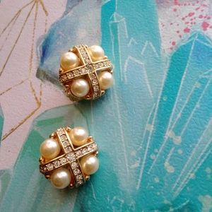 Classy Vintage Swarovski ClipOn Earrings